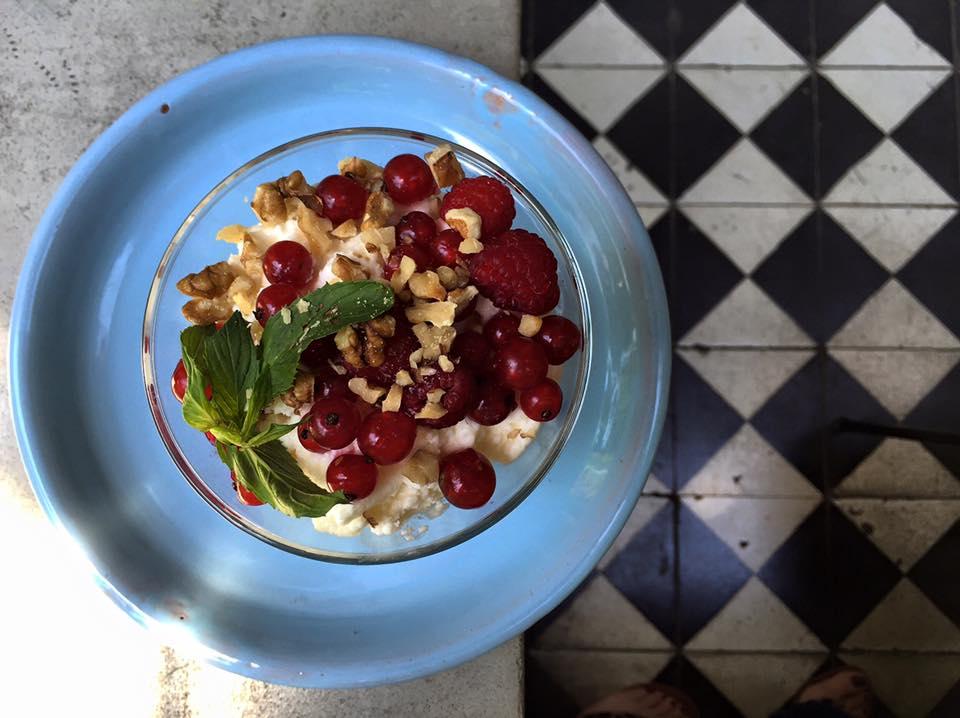 Bowl of oatmeal with fresh fruits and nuts, O Moda, Moda, Tbilisi.